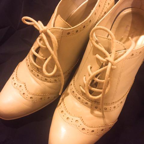 百貨公司購入 EA 真皮 米色雕花牛津鞋 37號
