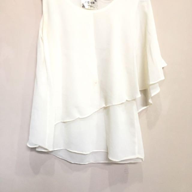 Asymetric white top
