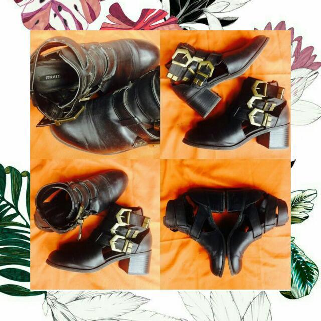 Black boot FOREVER 21