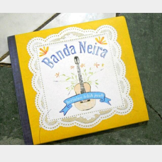 CD BANDA NEIRA BERTANDA TANGAN