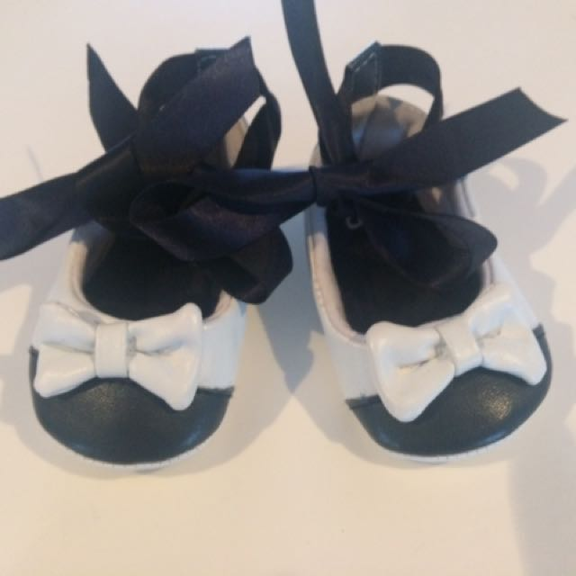 Chicco Baby Soft Sole Baby Tie Up Shoes