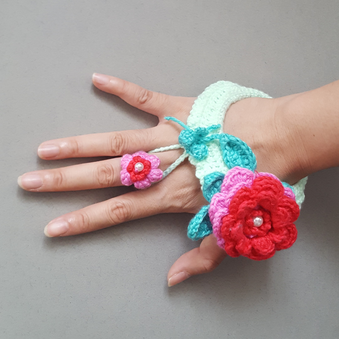 Crochet Flowers Bangle with Ring
