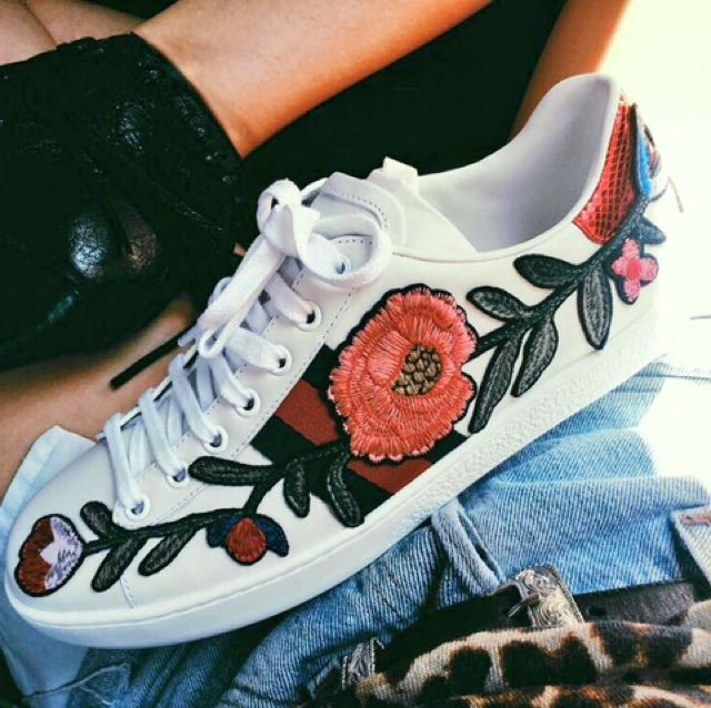 🔥GUCCI ROSE EMBROIDERED SNEAKERS 🔥