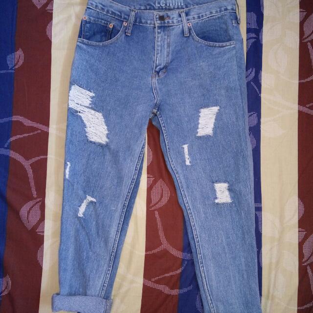 Levis Boyfriend Ripped Jeans