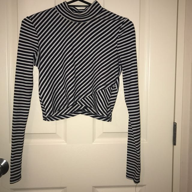 Long Sleeve Stripped Crop Top