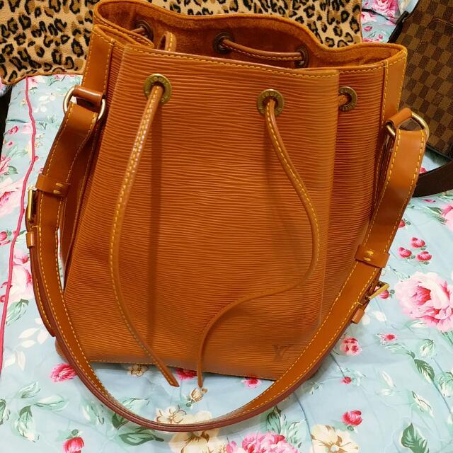 正品【LV】EPI水波紋肩背水桶包