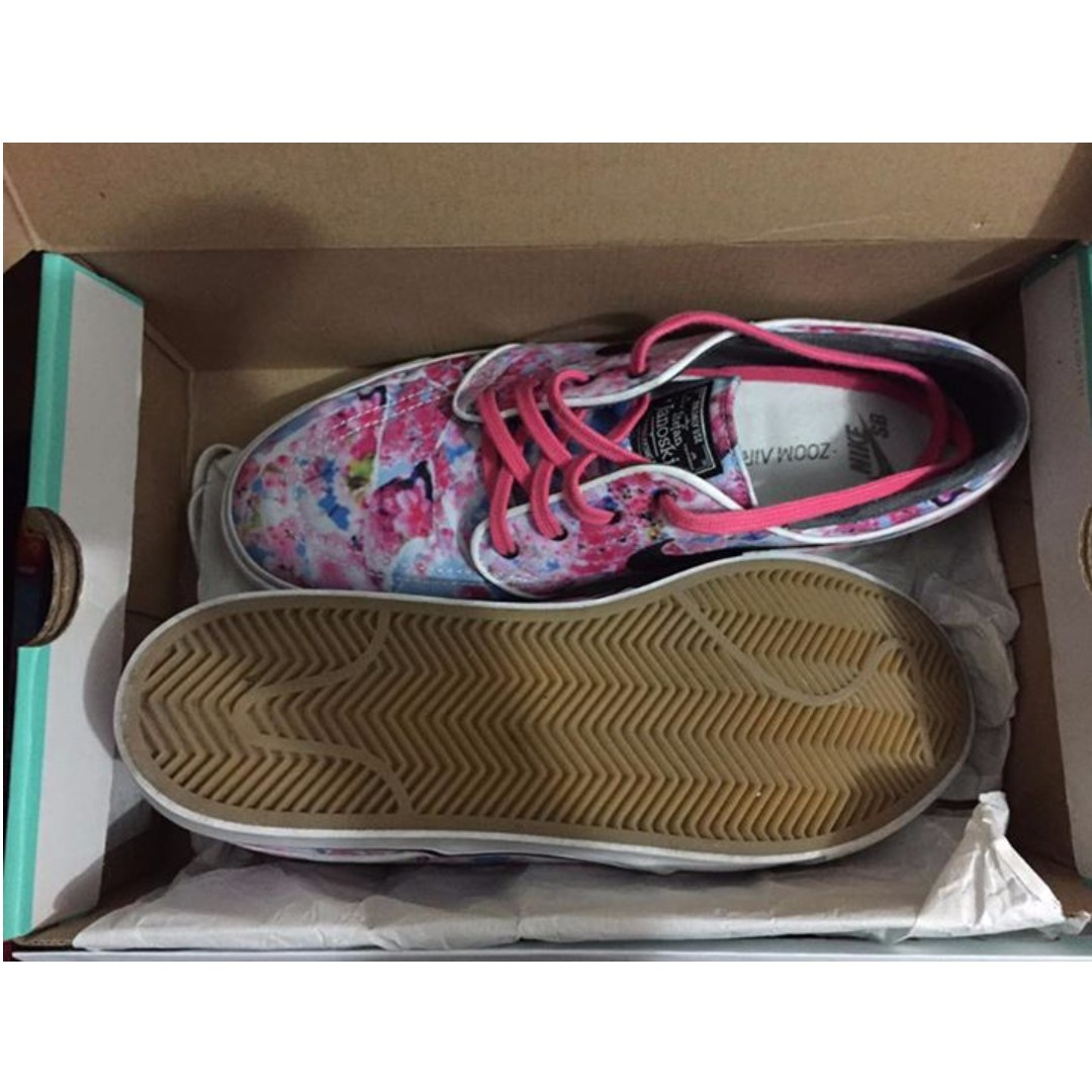huge selection of c55ae 8dee3 Nike Zoom Stefan Janoski Canvas PRM Cherry Blossom, Women s Fashion, Shoes  on Carousell