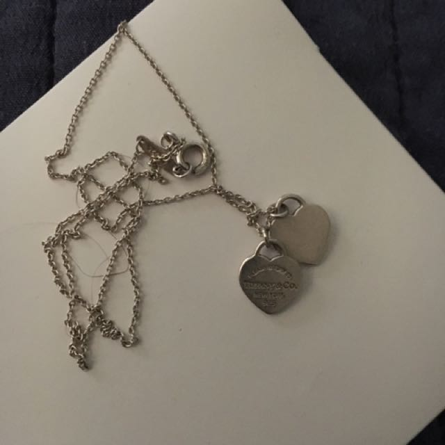 TIFFANY AND CO DOUBLE HEART SILVER NECLACE