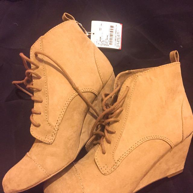 Zara 上海購入 麂皮米色楔形短靴 全新37號 原價近3000