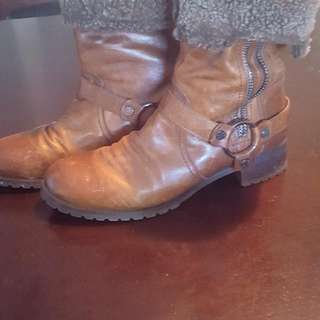 REDUCED rudsak boots size 10us or 40eu