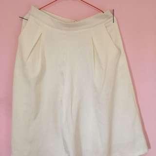 Celana Cullote Pendek Putih