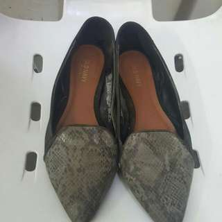 Black Old Navy Pointed Doll Shoes