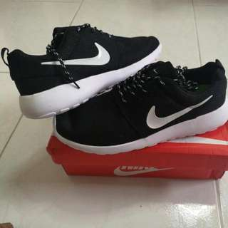 bef77b2aa792 Nike Roshe Run Black White Size 44   Refer To Above Pic For More Info Brand