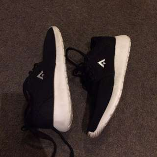 Aerosports Black And White Sneakers Size 6