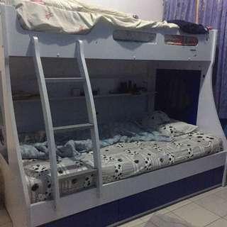 tempat tidur tingkat informa
