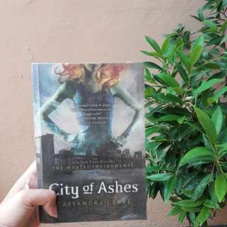 #2 The Mortal Instrument: City of Ashes (Cassandra Clare)