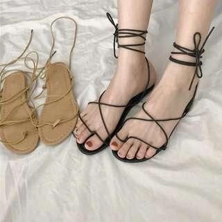 兩色 皮革質感多穿法簡約綁帶繫帶平底羅馬涼鞋 羅馬鞋