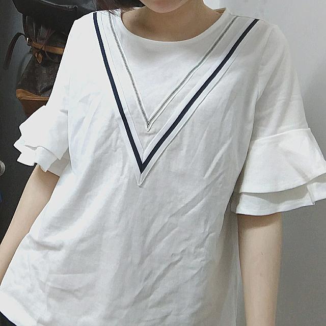 全新白色設計上衣