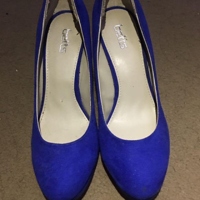 Betts Blue Heels - Size 6