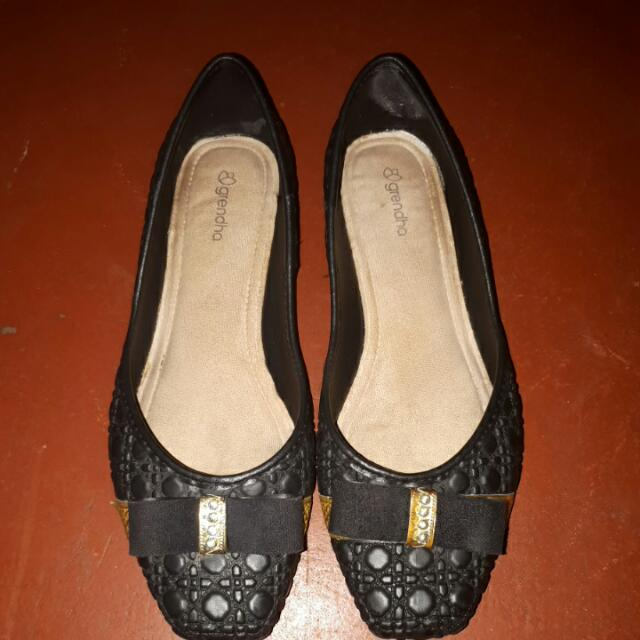 Grendha Black Shoes