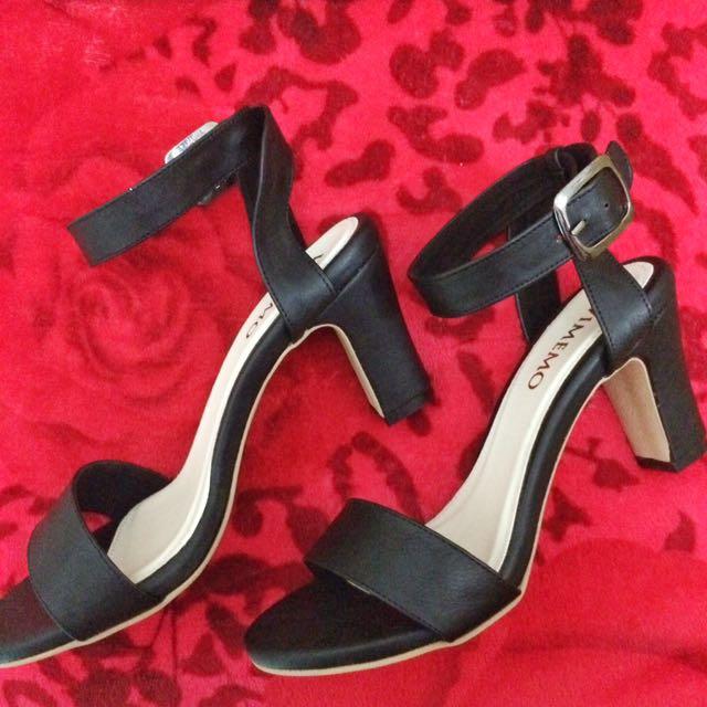 Lenka black heels by Vimemo