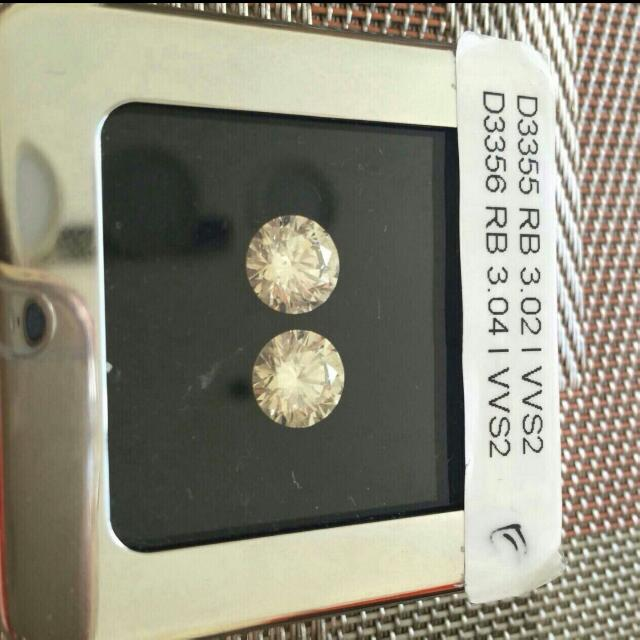 LOSE DIAMOND STONE 2 CARAT EACH AND 3 CARAT