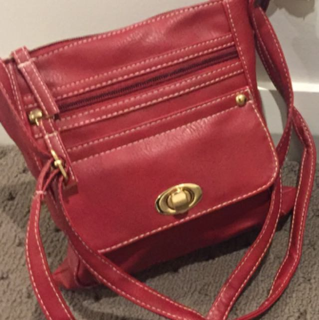 RED CROSS OVER HAND BAG