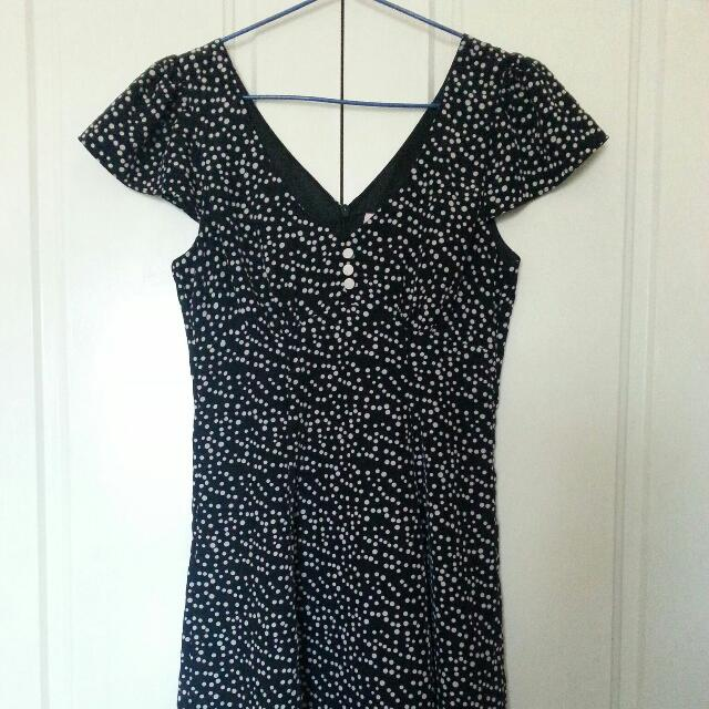 Review Polka Dot Dress