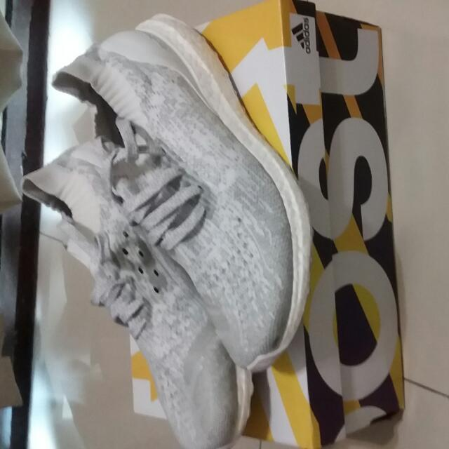 US9 /Adldas Ultra Boost