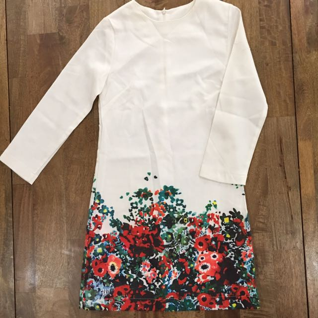 White floral long sleeves dress