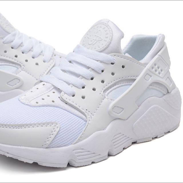 WOMENS NIKE WHITE HUARACHES