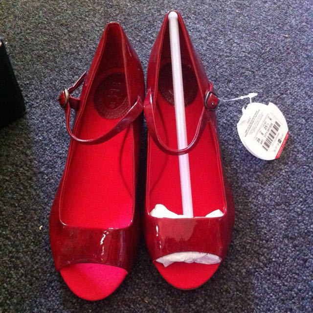 Zara Women's Shoes!Two White pairs And One Maroon Size 7 AUS