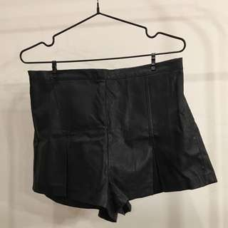 MINKPINK LEATHERLIKE SHORTS