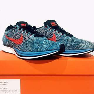 Nike Flyknit Racer Size 9