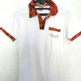 kaus batik putih