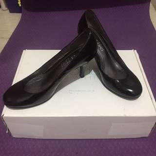 1991 黑色全新包鞋 高跟鞋