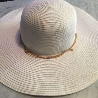 White Sun Hat With Gold Chain