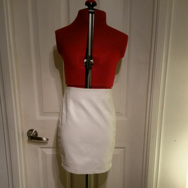 Bardot Ladies Size 6 Pleather Skirt in White