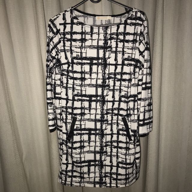 Black/White Long Sleeve Dress