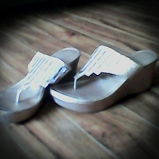 Gold Raised Flip-flops