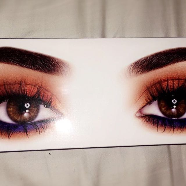 Kylie Royal Peach Eyeshadow