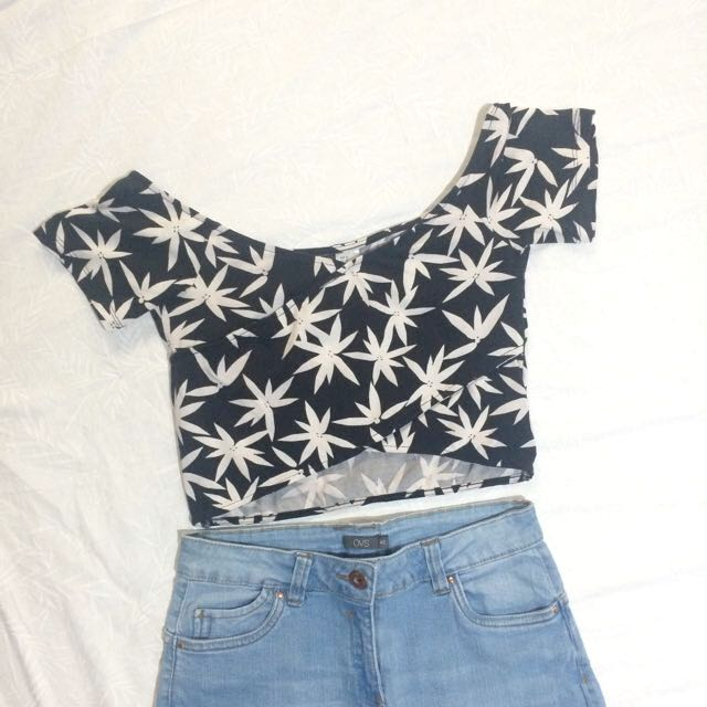 NEW✨ H&M Weed Looking Cropped Top