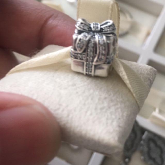 Pandora Giftbox Charm
