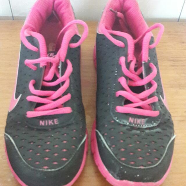 Sepatu Olahraga Nike KW Not Ori