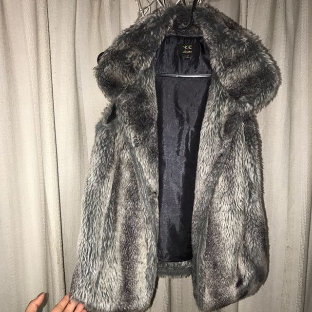 Women Sleeveless Fur Coat