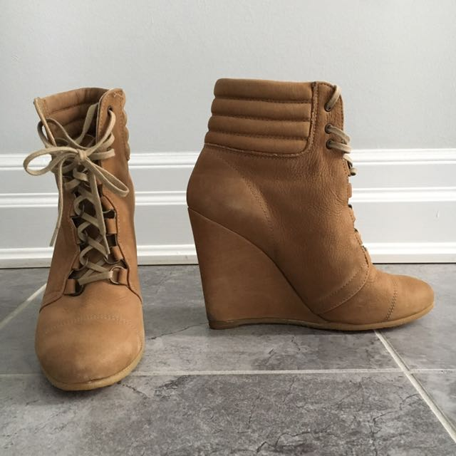 Zara Laced Leather Bootie