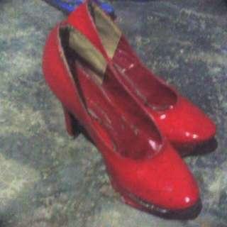 Kasut Tumit Tinggi Merah
