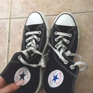 Hightop Black Converse Lightly Used