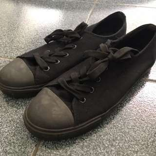 All black new look shoes