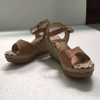 Shabby Wedges